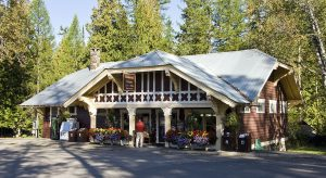 1024px-Lake_McDonald_General_Store_MT1