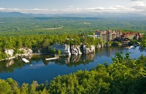 800px-Mohonk_Mountain_House_2011_View_of_Mohonk_Lake_from_One_Hiking_Trail_FRD_3247
